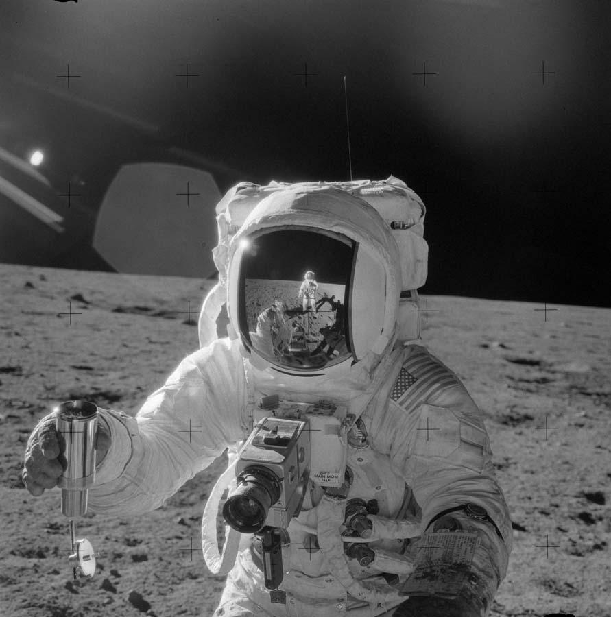http://blaisephoto.fr/photographies-des-missions-apollo-lune/apollo-12/photos-900/photos-programme-apollo-12-nasa-107-900.jpg